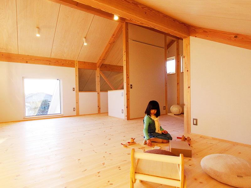 富士山を眺める小屋裏3階の家